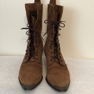 Dingo size 8 1/2 brown leather lace up boots.